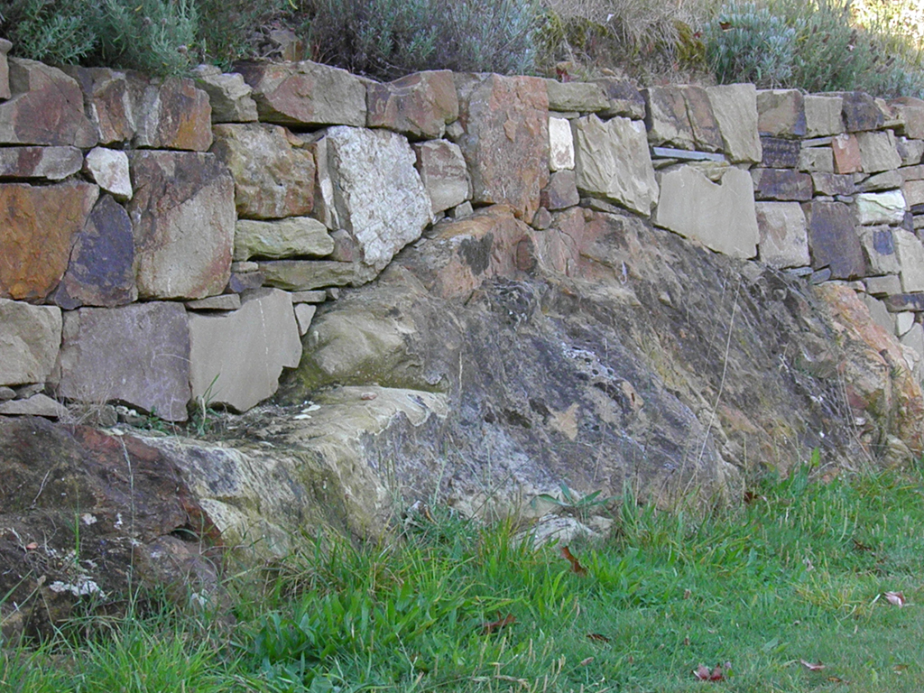 Sandstone walls castlemaine sandstone wall bendigo for Landscaping rocks geelong